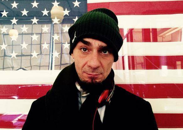 J-Ax con la bandiera americana