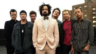 La band dei Counting Crows al completo