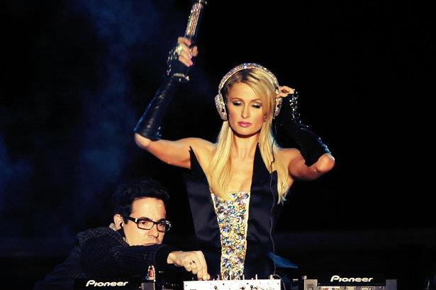 DJ Paris Hilton e il suo famoso fail in Brasile