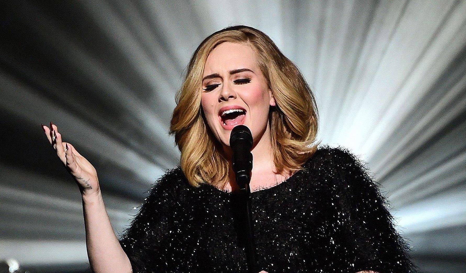 Adele canta live