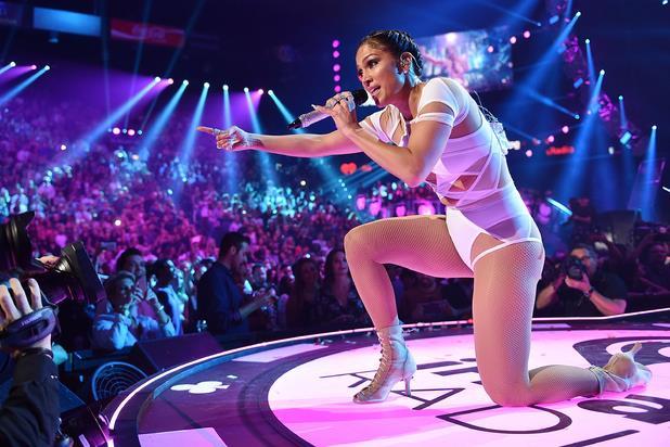 Jennifer Lopez sul palco dell'iHeartRadio Music Festival 2015