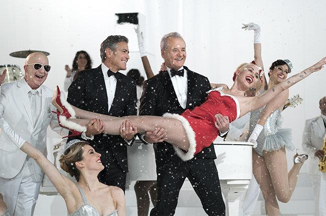 Bill Murray e George Clooney prendono in braccio Miley Cyrus