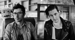 Il dj americano KSHMR (Niles Hollowell-Dhar) & il dj canadese Shaun Frank