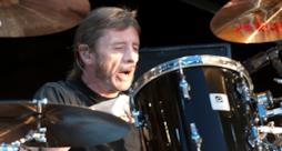 Phil Rudd dal vivo