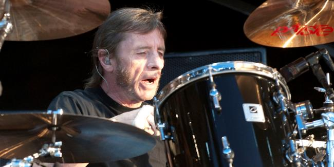 Phil Rudd dal vivo