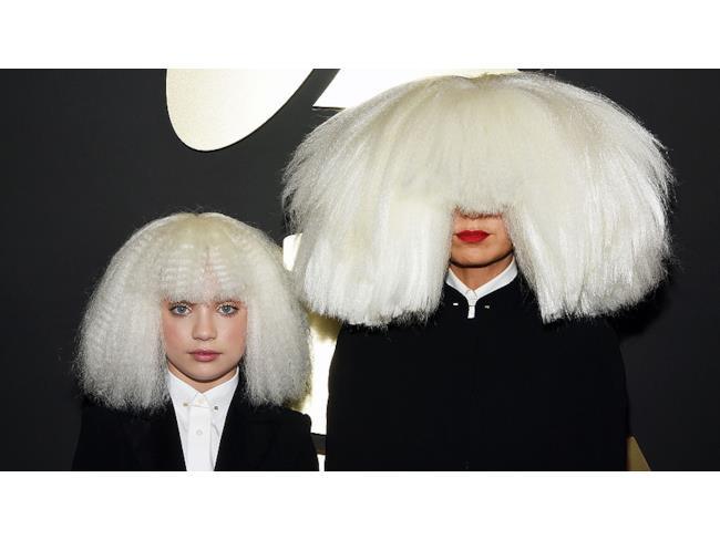 Sia e Maddie Ziegler Grammy 2015