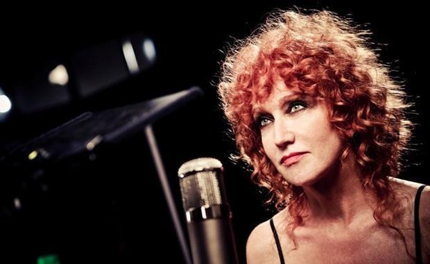 Fiorella Mannoia Live davanti al microfono