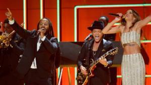 Grammy Awards 2013: Rihanna con Sting e Bruno Mars e le altre esibizioni