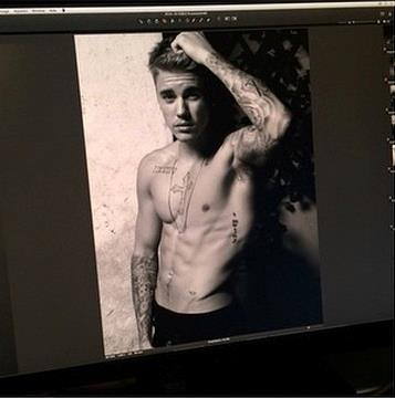Six-pack hot di Bieber