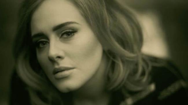 Adele nel video ufficiale di Hello, il nuovo singolo 2015