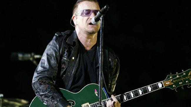 Primo piano di Bono degli U2