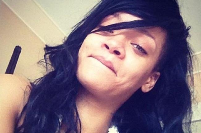 Rihanna ride contenta su Instagram