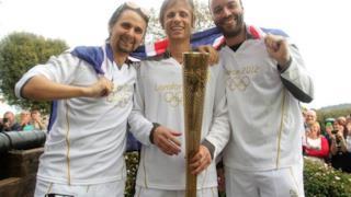 Muse portano la fiaccola olimpica di Londra 2012