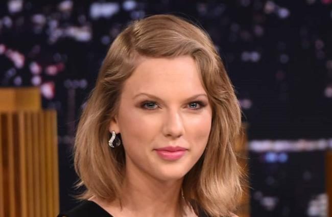Taylor Swift al The Tonight Show Starring Jimmy Fallon (17 febbraio 2015)