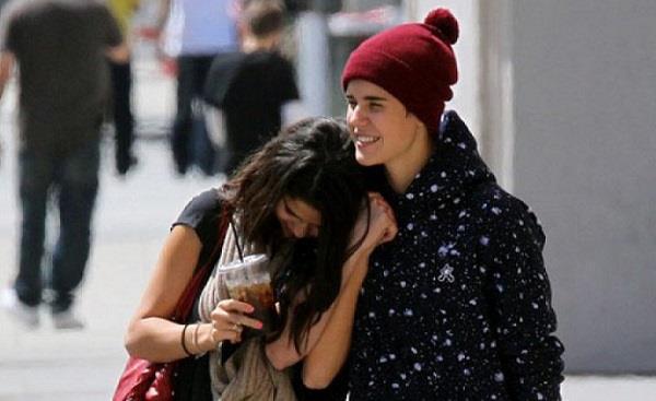 Selena Gomez e Justin Bieber passeggiano insieme