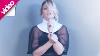 Un immagine dal video ufficiale di Resta Ancora Un Po' di Emma Marrone