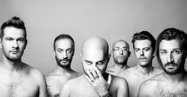 Giuliano Sangiorgi e i Negramaro nudi