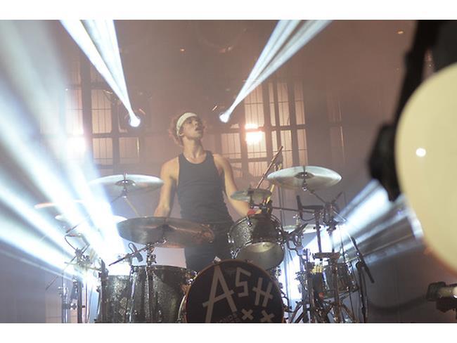 Ashton Irwin alla batteria