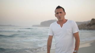 Kekko Silvestre dei Modà nel video ufficiale di Cuore e vento