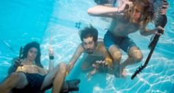 I Nirvana in piscina per la cover di Nevermind