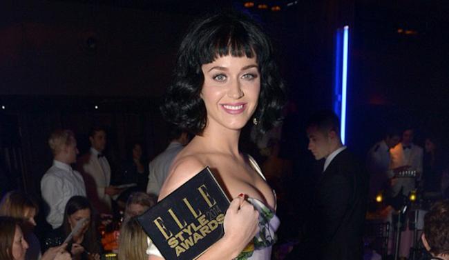 Katy Perry con il premio appena ricevuto