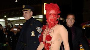 Lady Gaga sceglie un look malizioso per festeggiare il suo 28simo compleanno