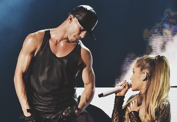 Ariana Grande e Ricky Alvarez insieme sul palco