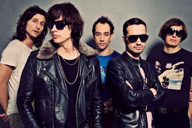 Julian Casablancas e gli altri membri dei The Strokes
