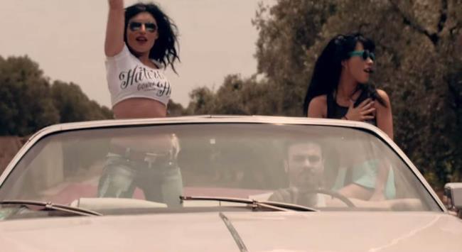 La rapper romana Baby K in macchina con Giusy Ferreri