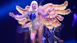 Lady Gaga costume con le ali ArtRave the artpop ball tour