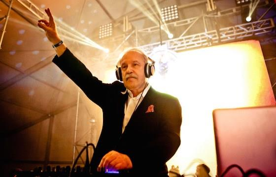 Giorgio Moroder dal vivo durante un djset