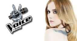 Chiara Iezzi con il logo The Voice of Italy