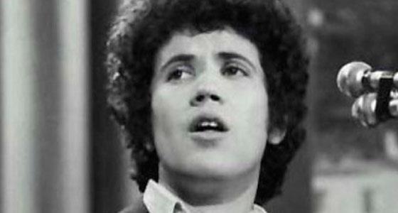 Lucio Battisti durante una esibizione