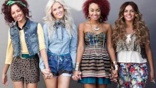 Le 4 cantanti delle Little Mix si tengono per mano