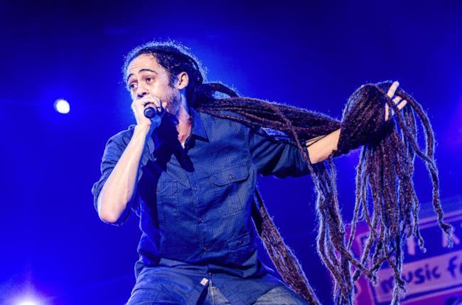 Damian Marley con capelli rasta lunghissimi