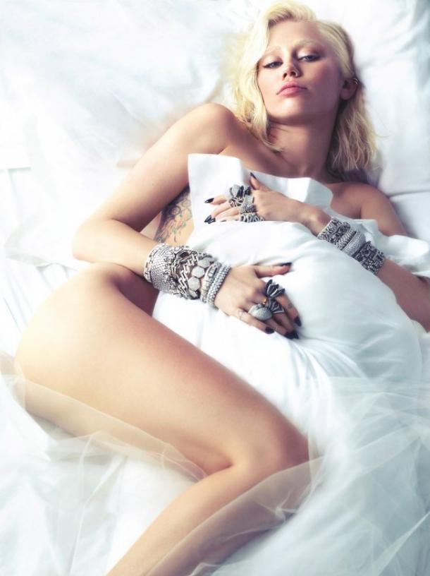 Foto di copertina di W Magazine con Miley Cyrus nuda