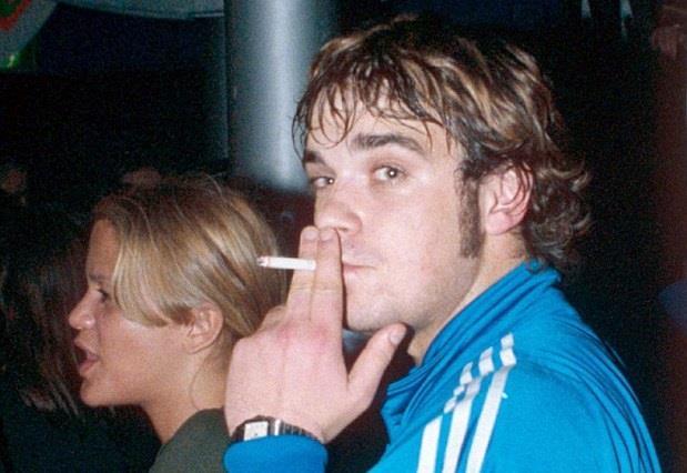 Robbie Williams durante il periodo drogato della sua vita selvaggia e dissoluta