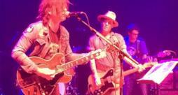 Ryan Adams e Johnny Depp suonano insieme sul palco