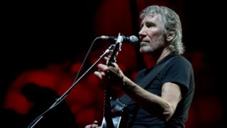 Roger Waters in concerto nel tour di The Wall.