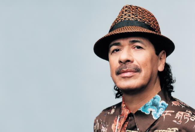 Il chitarrista messicano Carlos Santana