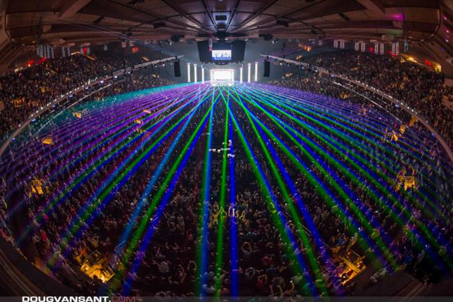 Pochi laser sul mainstage dell'ASOT a New York