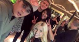 Justin Bieber e Niall Horan insieme ad alcune fans