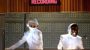 Daft Punk tuta e casco bianco