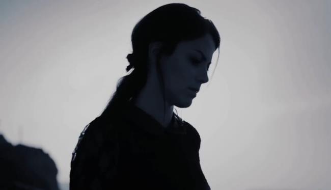 Annalisa Scarrone nel video L'ultimo addio