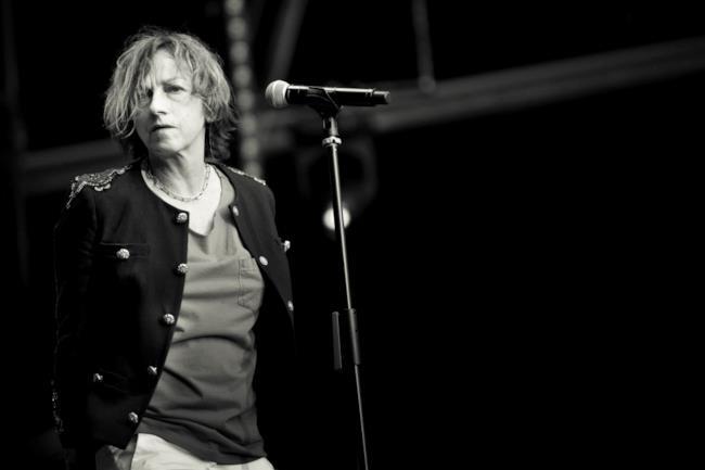 Gianna Nannini live foto in bianco e nero sul palco