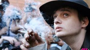 Pete Doherty vuole vendere i mozziconi di sigarette di Amy Winehouse e Kate Moss