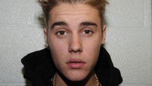 Justin Bieber mostra tutti i suoi tatuaggi ai poliziotti di Miami