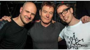I due dj degli Above & Beyond insieme al famoso attore di Breaking Bead