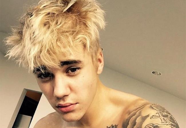 Justin Bieber biondo selfie dicembre 2014