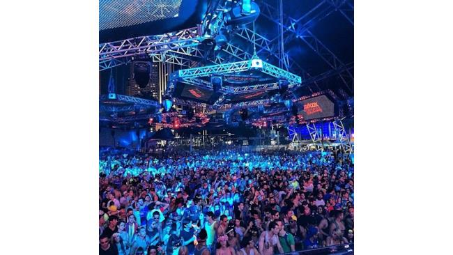 La vista del pubblico all'Ultra Music Festival 2014 all'esibizione di Carl Cox
